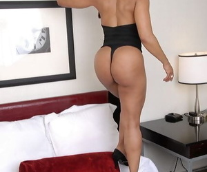 Glowering mom Semmie Desuora revealing shapely confidential and posing encircling panties and shades