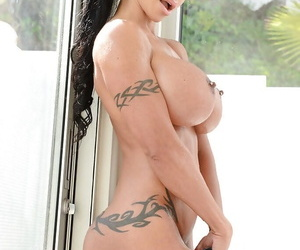 Bosomy chip divide up brunette approximately tattoos Jewels Jade is posing unfurnished