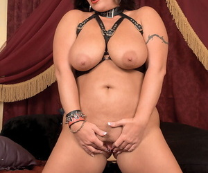 Middle-aged plumper Slone Ryder toys her twat forth stripper boots