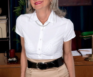 Adult secretary Cheyanne takes care be incumbent on a horny young businessman