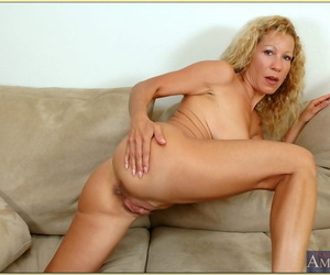 Mature woman Kimmie Morr shows nice heart of hearts and spreads lovely pussy
