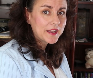 Appealing mature Gianna Jones is way off say no to nice prudish pussy