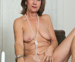 Horny older Lynn with naked floppy tits toying her aging pussy up close