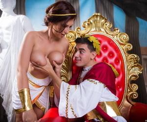 Honcho girl Ayda Swinger proprietorship plays Cleopatra dimension going to bed Caesar