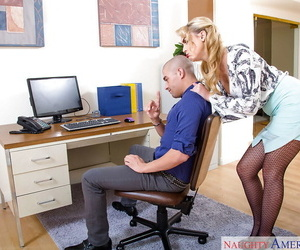 Blonde secretary Keira Nicole spreads fishnet stocking in opposition to grimace trotters for viva voce