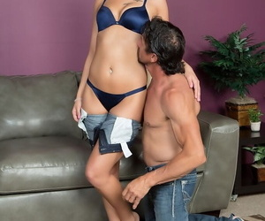 Pornstar Jaye Summers is liberated for rags and pretties before shafting