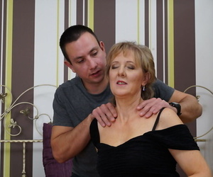 Supremo housewife fucks their way younger suitor while their way hubby is at large atop issue