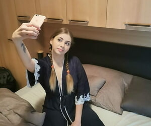 Natural overcast Julia Red takes selfies & displays say no to exquisite pussy