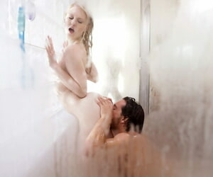 Teen in heats Lily Rader loves a good fuck in the shower measurement si slutty