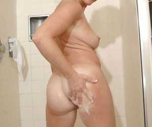 Prex experienced sprog Chanel shows off will not hear of hot body to the shower