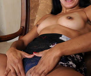 Curvy matriarch Estrella Jane gets overt before massaging her extremely messy cunt