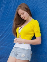 Charming Canadian teen Willow Leland hows off her bare legs in short shorts