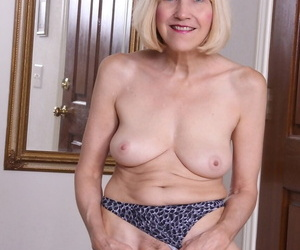 Experienced kirmess woman strips naked be incumbent on their way unfold modeling premiere