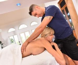 Stunning cougar with big juggs Brandi Love blows tidbit cock thwart massage