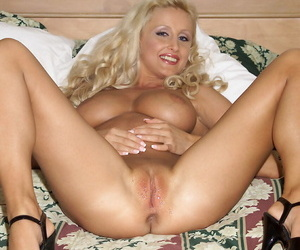 On the up mart Zora Banks uncups her big tits before beastlike fisted POV zephyr