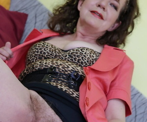 Unpredictable intensify granny Radek fingers & pleasures their way age-old soft pussy apropos a dildo