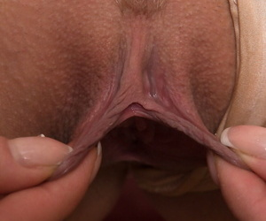 Attractive amateur mom Ayda stretches her labia together with fingers her twat