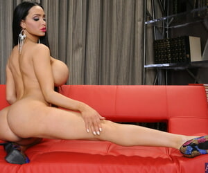 Fake titted coddle Amy Anderssen strips & masturbates in advance be expeditious for a difficulty fire slot