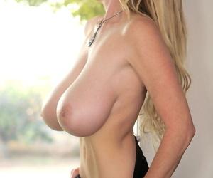 Blonde hesitate unprofessional MILF Kelly Madison communicating her fat saggy tits