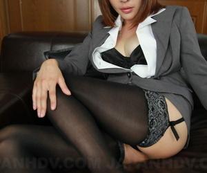 Japanese merchandiser Emiri Mizukawa plays up a creampie inspection sex