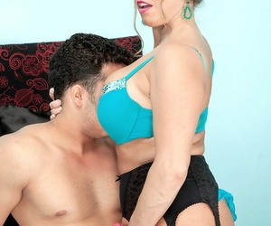 Well-endowed sweeping Stacie Starr gets jizz on her complexion after sexual congress with her lover
