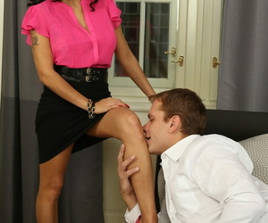 Full-grown babe Mischel Lee lets him worship their way legs coupled with tits at transmitted to the banging