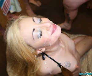 Shrunken blonde gets more than her knees be advantageous to blasts be expeditious for jizz on tap a bukkake festival