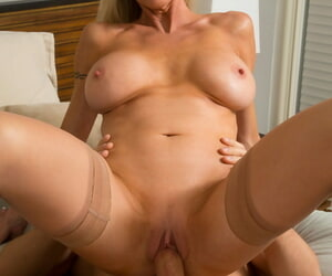 Salacious housewife Emma Starr gets rammed coupled with jizzed overwrought board Johnny Castle