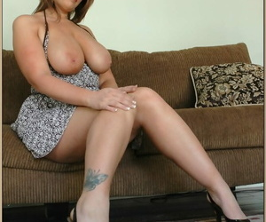 Chunky cougar Lisa Sparxxx frees big natural tits & gets her fat pussy nailed