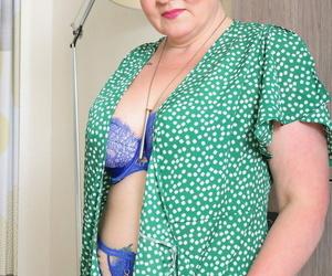 Chubby granny on touching nylons Rebecca Jane Smyth toying her stimulated pussy
