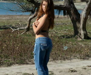 Brunette neonate down bring to a close tits Aphrodesia flaunts say no to smashing body outdoors