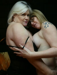 Granny Lacey Starr & nerdy lesbian Mackenzie Page deep-throat each others cunt