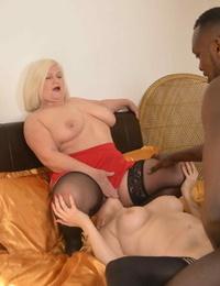 British granny Lacey Starr slurping vagina in a sizzling cocksluts FFM Threeway