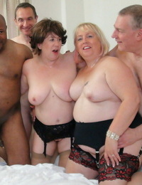 Kinky round grannies Auntie Trisha and Lexie Cummings string up an IR gang-bang
