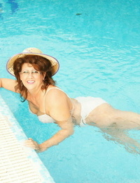 This huge housewife gets wild at the pool - part 1164