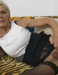 Mature housewife salutes her younger daytime paramour - part 329