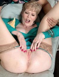 Muddy older mature slut sindee dix longing junior cock - part 330