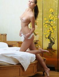 Scorching beauty Yarina A masturbation nude upskirt & stripping to opened up bare