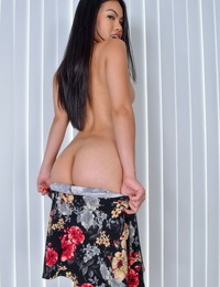 Vietnamese solo model Cindy Starfall unveils her pink fuckbox with her fingers
