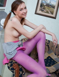 Nice teenager chick pulls down her tights to show the rosy of her cunt