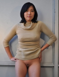 Oriental amateur hikes her sundress over her head and just like she is bare