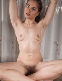 Amateur model Regina strips to best showcase her broad open beaver