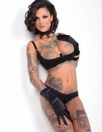 Ink queen Bonnie Rotten gets ass fucked during rough lovemaking games