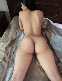 Tasty young amateur Vincenikki opening up beaver lips and showcasing warm creampie