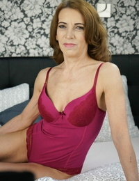 Mature MILF Viol takes young lush Asdis to sofa for a warm allow session