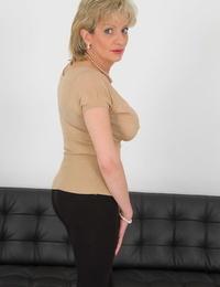 Mature Mummy Chick Sonia slides ebony leggings over panty laden sack of babymakers