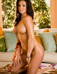 Twenty one year old brown-haired Kelley Thompson loves exposing her yanks boobs