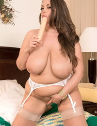 Curvy mother Taylor Steele rare her fat knockers & plays with a rubber toy