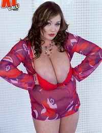 Super stacked BBW Nila Mason swims bare getting her ample hooters wet