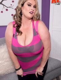 BBW Kimmie Kaboom sets her expressed boobs free of brassiere in pink undies